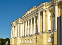 Fasad av en historisk byggnad Arkivfoto