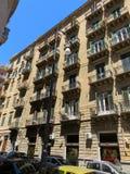 Fasad av en historisk byggnad i centret av Palermo, Italien royaltyfri bild
