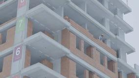 Fasad av en modern hyreshus Konstruktion av hyreshusar arkivfilmer