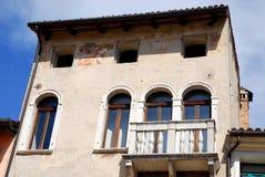 Fasad av ett hus i Motta di Livenza i landskapet av Treviso i Venetoen (Italien) Arkivbilder