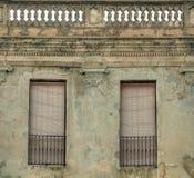 Fasad av gammal byggnad i spansk stad Royaltyfri Fotografi