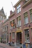 Fasad av gammal byggnad på den Jansstraat gatan i stadsmitten Arkivbild