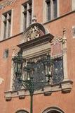 Fasad av Hall Town Hall; Gammal stadfyrkant; Stirrande Mesto Neighborh Arkivfoto