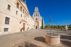 Fasad av kloster och kyrkan av Santa Maria de la Vid arkivfoto