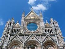 Fasad av kupolen på Siena Arkivfoto