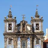 Fasad av kyrkan av helgonet Ildefonso i Porto Arkivfoton