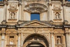 Fasad av kyrkan i Antigua Guatemala Arkivfoton