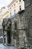 fasad av kyrkliga Panagia Kapnikarea i Atenstad Arkivbilder