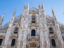 Fasad av Milan Cathedral i middagar arkivbild
