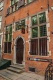Fasad av museet av Roos, ett tegelstenhus i typisk stil på Geertruidenberg Royaltyfri Bild