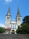 Fasad av Roman Catholic Church av St Leodegar i renässansstil i Lucerne i Schweiz Royaltyfri Fotografi