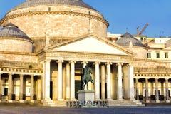 Fasad av San Francesco Church i Naples, Italien royaltyfria foton