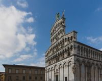 Fasad av San Michele in foro, i Lucca, Tuscany, Italien royaltyfri bild