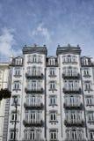 Fasad av typisk portugisisk byggnad i Lissabon portugal arkivfoto