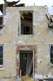 Fasad efter borttagning av termisk isolering Arkivfoton