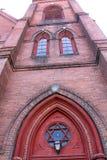 Fasad för röd tegelsten och torn, kyrka, i stadens centrum Keene, nya Hampshir Arkivfoton