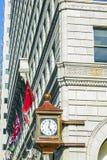 Fasad med den gamla klockan Royaltyfria Foton