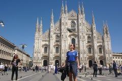 Fasad och folk för kupol för Milano ` s Royaltyfria Foton