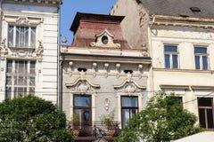 Fasad på den huvudsakliga gatan för 84 Hlavna i Kosice royaltyfri fotografi