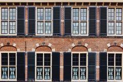 Fasada antyczny budynek robić czerwona cegła fotografia royalty free