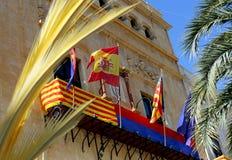 Fasada, balkon i flagi w Elche miasta urz?d miasta w Hiszpania, hiszpa?szczyzn i europejczyka, obrazy royalty free