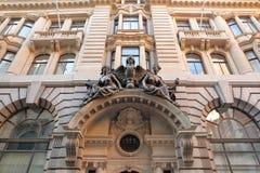 Fasada budynek na lombard ulicie w pieniężnym okręgu miasto Londyn z rzeźbami i cyzelowaniami Fotografia Royalty Free