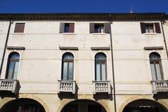 Fasada budynek w Oderzo w prowinci Treviso w Veneto (Włochy) Zdjęcie Stock
