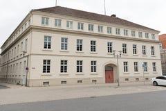 Fasada historycznie wznawiający budynek w miasteczku Detmol obrazy royalty free