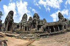 Fasada i podwórze Bayon Świątynia w Kambodża fotografia stock