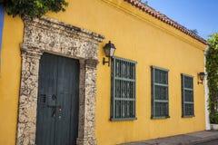 fasada kolonialny dom Zdjęcia Stock