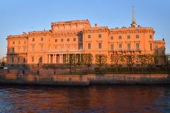 Fasada Mikhailovsky inżynierów kasztel i rzeka Zdjęcie Stock