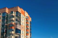 Fasada multystoried dom Zdjęcia Stock