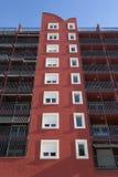 Czerwona fasada z białymi balconys i okno Zdjęcia Royalty Free