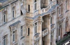 Fasada stary miasto budynek na zakazu Jelacic kwadracie w Zagreb zdjęcia stock