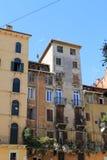 Fasada starzy budynki przy piazza della Erbe w Verona Obrazy Stock