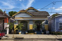 Fasada tradycyjny kolorowy dom w Marigny sąsiedztwie w mieście Nowy Orlean, Luizjana Zdjęcie Royalty Free