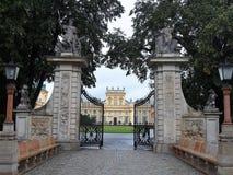 Fasada Wilanowski pa?ac Walsaw i brama, Polska obrazy royalty free