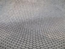 Fasada z heksagonalną deseniową architekturą Zdjęcia Royalty Free