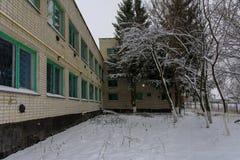 Fasada zniszczeni i zaniechani piekarnia budynku agains Zdjęcie Stock