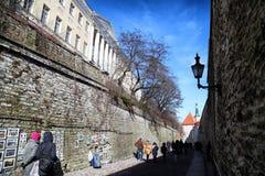 Fasade stary budynek na ulicie Tallin miasto w słonecznym dniu Obraz Royalty Free