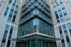 Fasade stora affärer som bygger den huvudsakliga ingången fotografering för bildbyråer