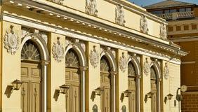 Fasaden av arenan i solljuset Arkivbild