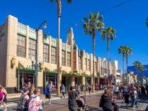 Fasaden av byggnader på Hollywood studior i det Disney Kalifornien affärsföretaget parkerar royaltyfri foto