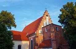 Fasaden av den gotiska kyrkan Royaltyfri Bild