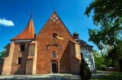 Fasaden av den romanska kyrkan av beställningen av riddarna Arkivbild