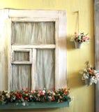 Fasaden av det gamla huset i ljusa färger dekorerade med blommatappning Royaltyfri Bild