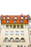 Fasaden av det typiska bostads- huset av Munich i Bayern Royaltyfri Fotografi