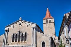 Fasaden av en medeltida kyrka arkivfoton