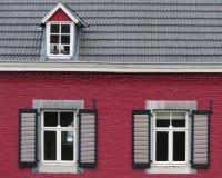 Fasaden av ett gammalt hus i mitten av staden Royaltyfria Foton