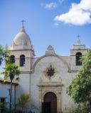 Fasaden av kapellet på beskickningen San Carlos Borromeo de Carmelo Carmel Mission, Carmel-vid--hav, Monterey halvö Royaltyfri Bild